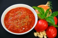 Заготовка острого томатного соуса