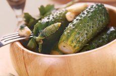 Засолка малосольных огурцов: класический рецепт