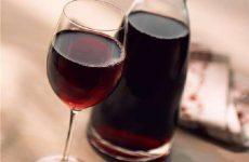 Как приготовить вино и наливку из жимолости