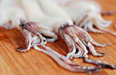 Как почистить кальмары от пленки