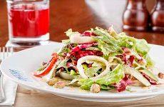 Как приготовить салат с маринованными кальмарами