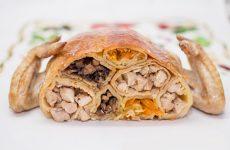 Рецепт необычной закуски: курица фаршированная блинами