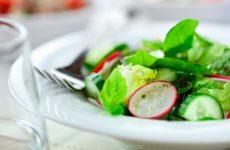 Витаминные салаты из крапивы