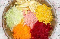 Полезный салат с оригинальным названием «Козел в огороде»