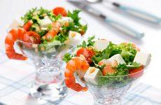 Аппетитный салат с креветками и кедровыми орешками