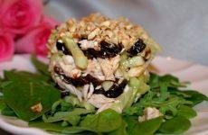 Как приготовить салат Нежность с черносливом