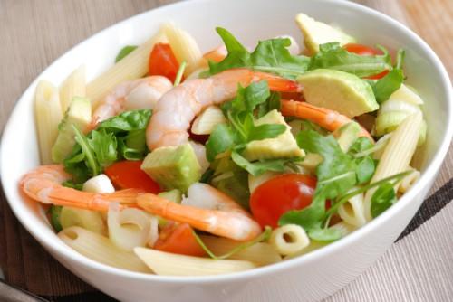 Салат с черри и креветками рецепт