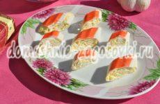 Крабовые палочки фаршированные сыром— закуска на праздничный стол