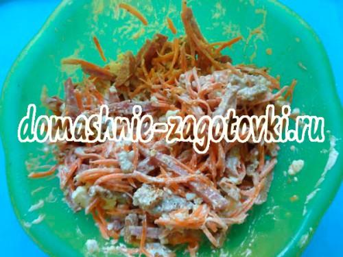 салат пикантный сухариками рецепт