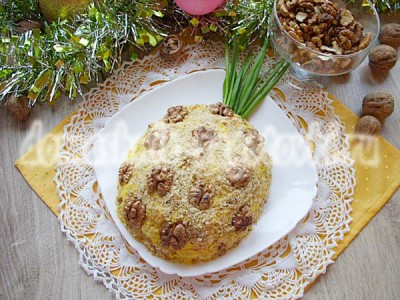салат ананас с курицей и орехами