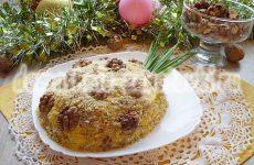 Салат в виде ананаса с курицей и грецкими орехами