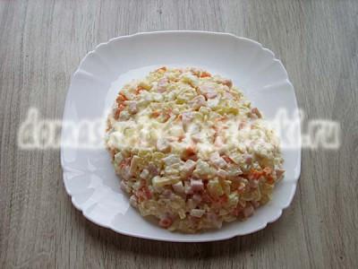 салат в виде ананса
