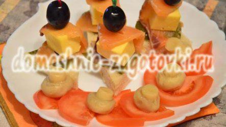 Рецепт канапе с семгой на шпажках