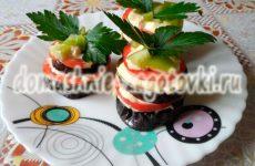Башенки из баклажанов с помидорами, вкусная летняя закуска