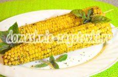Кукуруза, запеченная в духовке с маслом, чесноком и травами