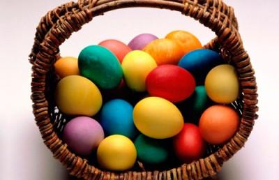 в какой цвет красить яйца