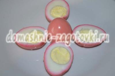 яйца в свекле