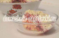 Зимний салат из свеклы и соленых огурцов