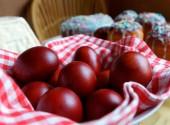 как красить яйца в луковой шелухе с узорами