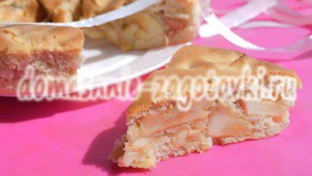 Нежная шарлотка с яблоками и корицей