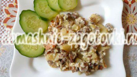 Маслята, жареные с картошкой на сковороде