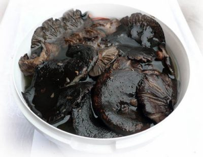 как засолить черные грузди