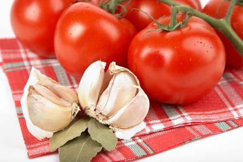 помидоры и чеснок