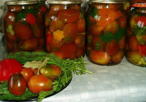 как закатать помидоры с ботвой
