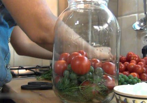 виноград с томатами
