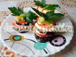 Миниатюра к статье Башенки из баклажанов с помидорами, вкусная летняя закуска