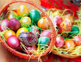 В какой цвет красят яйца на Пасху