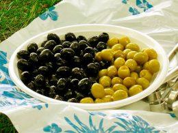 Миниатюра к статье Чем отличаются маслины от оливок