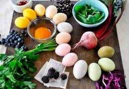 Миниатюра к статье Как покрасить яйца натуральными красителями