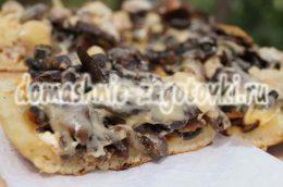 Миниатюра к статье Пицца на сковороде за 10 минут с грибами