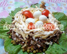 Миниатюра к статье Аппетитный салат Птичье гнездо со свиным сердцем