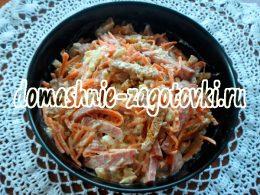 Миниатюра к статье Пикантный салат с корейской морковью и сухариками
