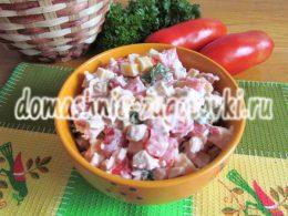салат с курицей, помидорами и сыром