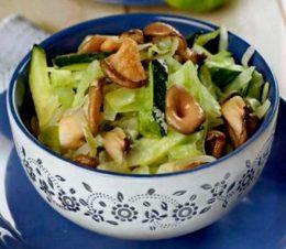 Миниатюра к статье Как приготовить салат с вешенками