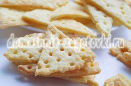 Миниатюра к статье Как приготовить сырные крекеры в домашних условиях