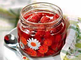 Миниатюра к статье Сырое варенье из клубники: витаминный десерт на зиму