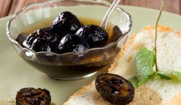 Миниатюра к статье Варенье из зеленых грецких орехов: экзотический десерт
