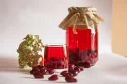 Миниатюра к статье Как приготовить вино из кизила