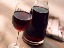 Миниатюра к статье Как приготовить вино и наливку из жимолости